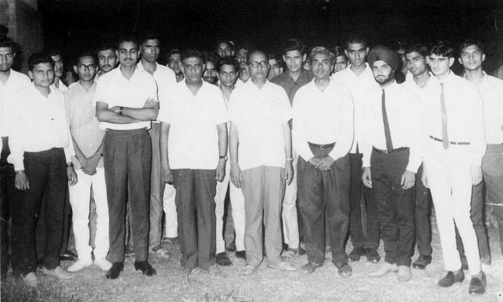 1966 Batch Students and Professors with Sh. Swami Sharan